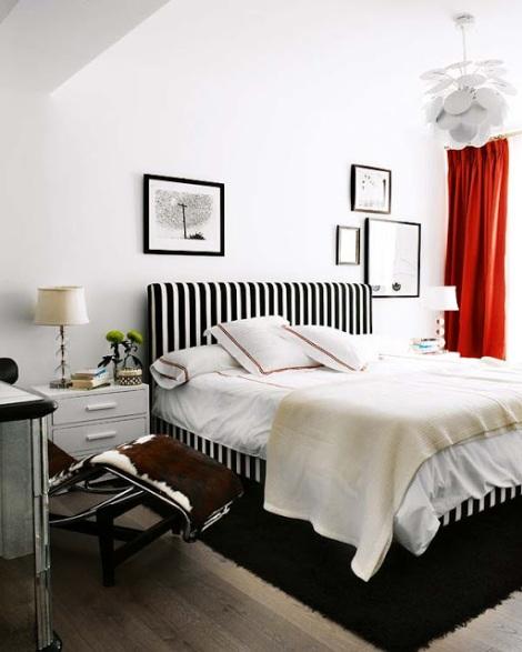 Crédit Photo: studio de décoration espagnol  Melian Randoph - Inspiration http://noiretblancunstyle.blogspot.fr  #Tête et contour de lit dans un appartement madrilène