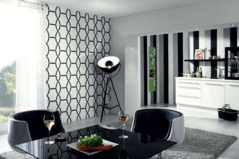 Crédit Photo: http://www.papierspeintsdirect.com #Papier Peint avec larges rayures noires, blanches et argent