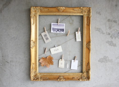 Le cadre repensé pour y accrocher des petits messages et des photos souvenirs. Idée DIY vue sur: http://www.morningcreativity.com/diy-clothespin-frame/